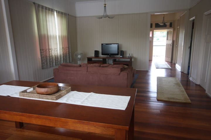 Walk to bus, train, uni and shops - Coopers Plains - Casa