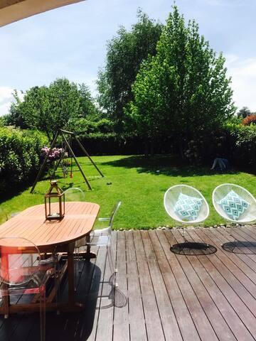 Type maison jardin proche lac