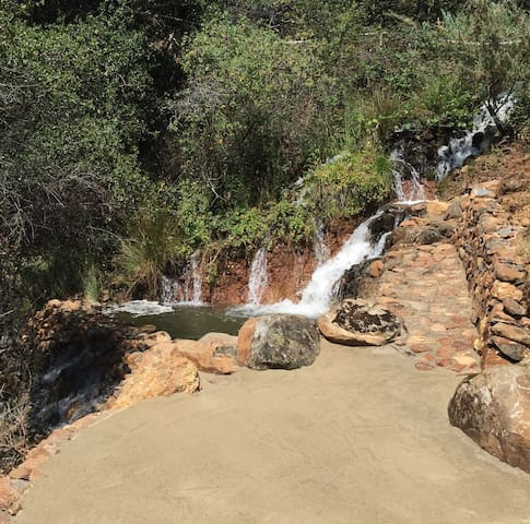 Sleep by a Waterfall on 141 Acres - Penn Valley - Çadır