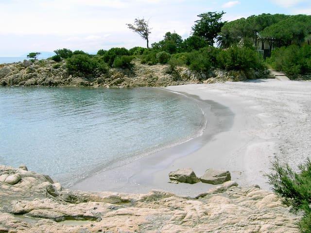 Rulotte  a Cala liberotto a 50 mt.dal mare,,relax