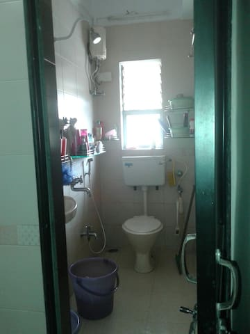 South Mumbai - Worli home (women / girls only )