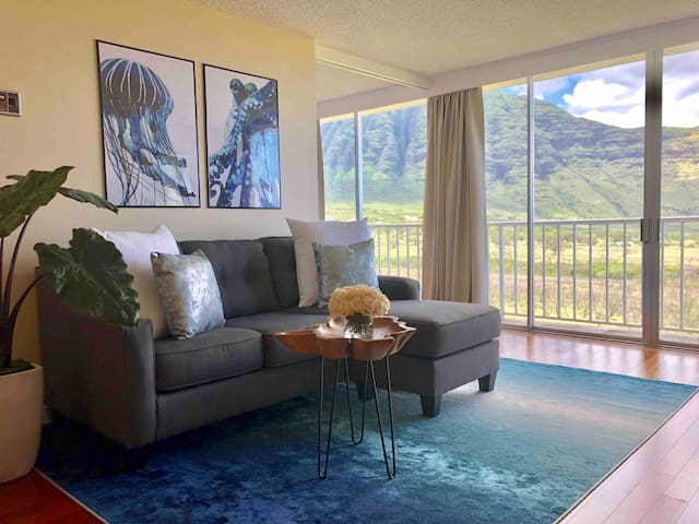 Glorious Mountain & Pacific Ocean Views!