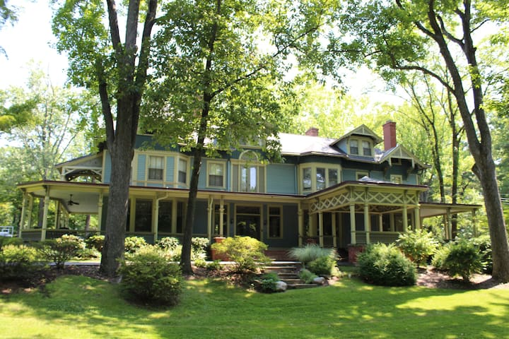 Near NYC Gorgeous XL House 1-5 Rms - Short Hills - House