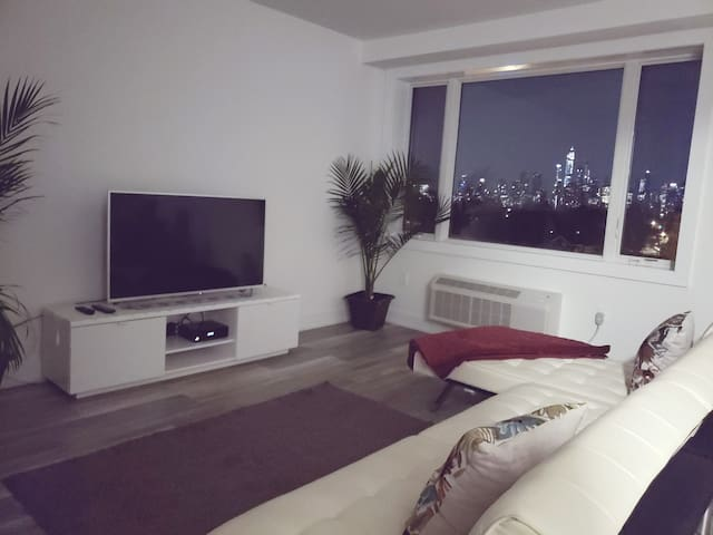 2bedroom apt 10 min to NYC