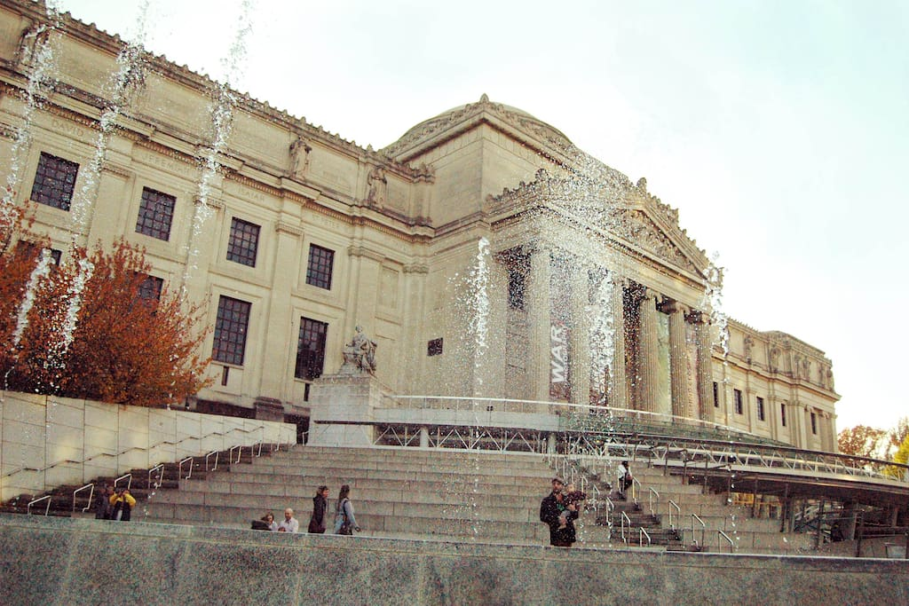 Less than a ten minute walk to this [Brooklyn] Museum, The Botanical Gardens, Prospect Park and Franklin Ave!