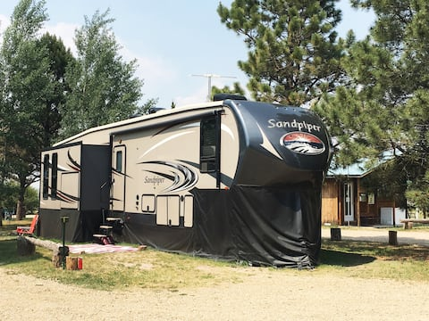 2016 5th Wheel RV - Angel Fire Sleeps 4
