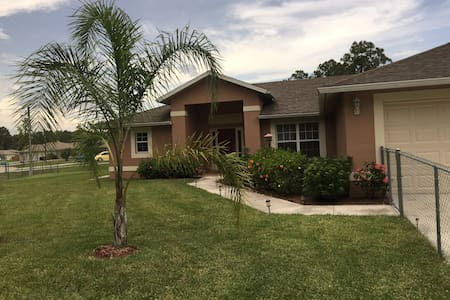 Super nice 1-2 bedroom quiet area - Lehigh Acres - Haus