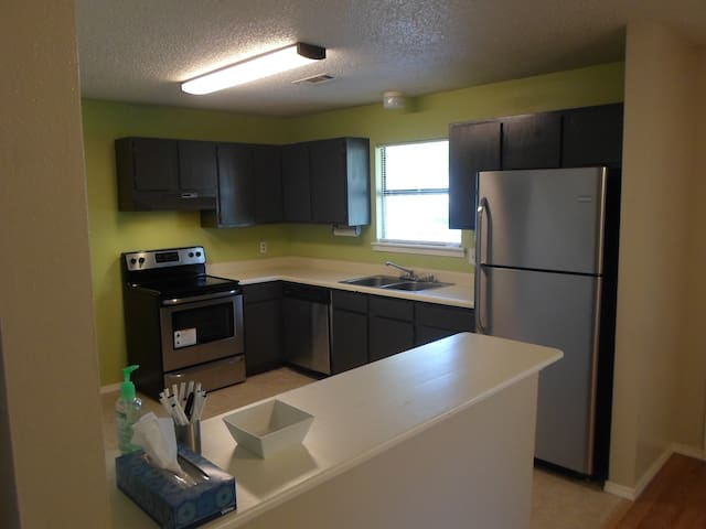 Sunny 2br Duplex close to UofA - Fayetteville - Appartement