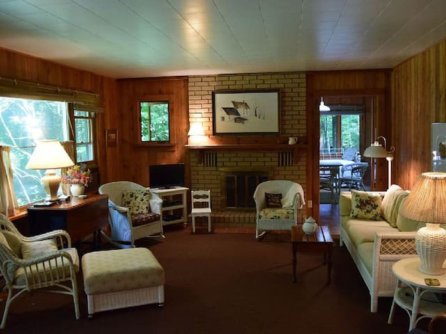 Affordable Lake Michigan Stay! - Three Oaks - House
