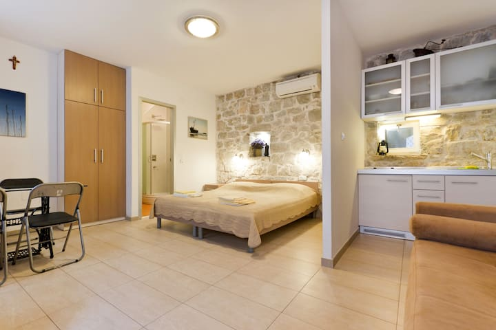 Studio apartment in center of Split - Split - Apartment