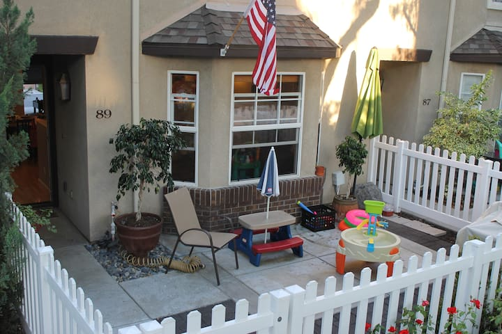 3 bed 3 bath townhouse in South OC - Ladera Ranch - Complexo de Casas