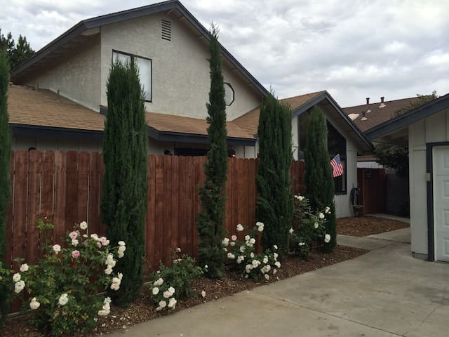 Beautiful 3 bedrm 2 bath in Wine Country - Lompoc - Sorház
