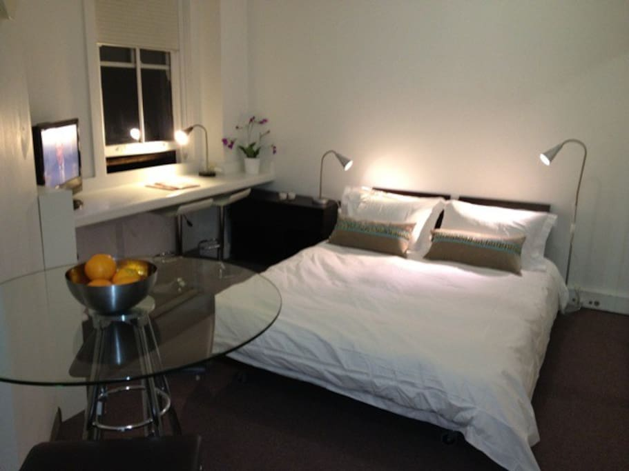 eigenst ndiges einzimmer apartment in sydney wohnungen zur miete in darlinghurst new south. Black Bedroom Furniture Sets. Home Design Ideas