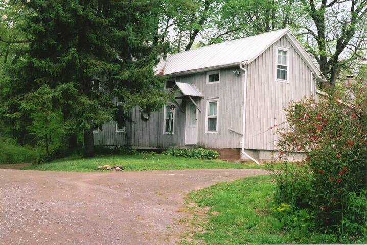 Folksy Farmhouse, Lake Taghkanic - Elizaville   NY - Ház