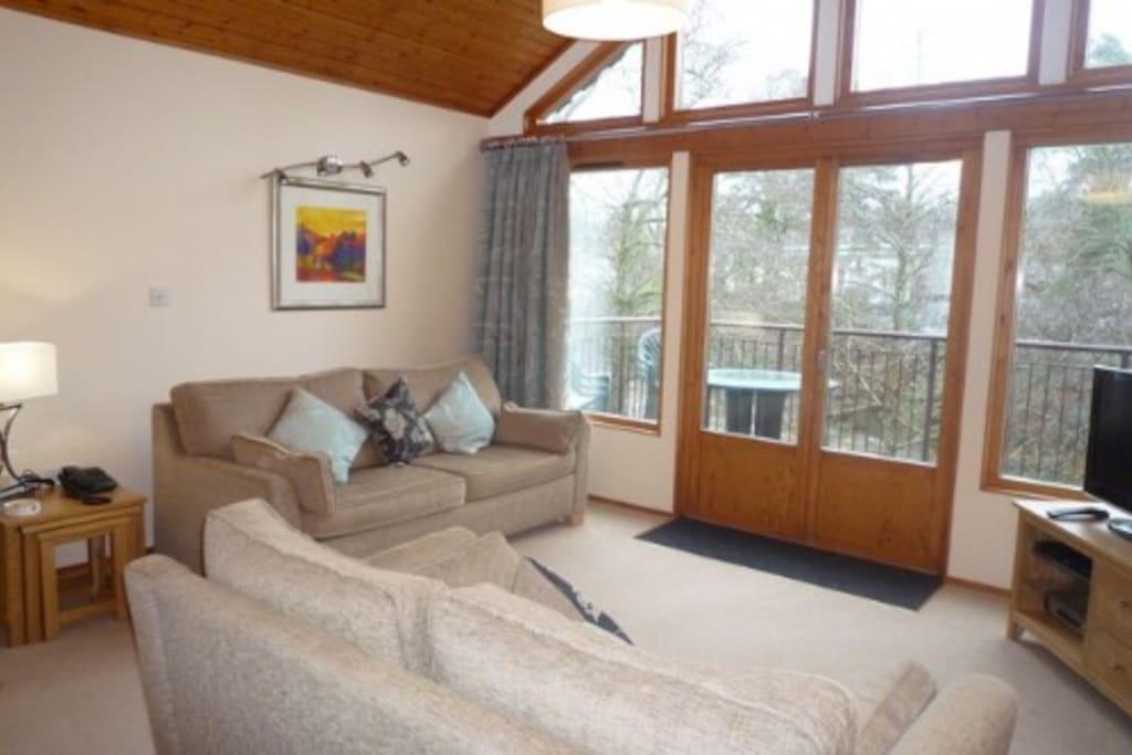 Keswick Bridge, Lounge, Lakes Cottage Holidays