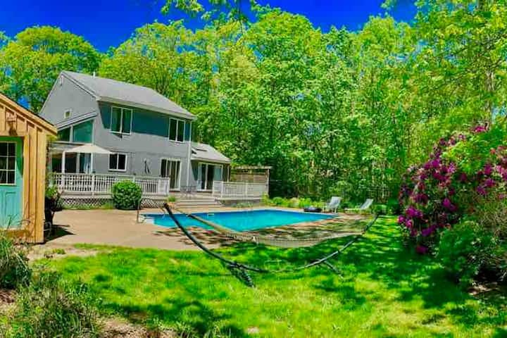 Oak Bluffs- Centrally Located with Pool!