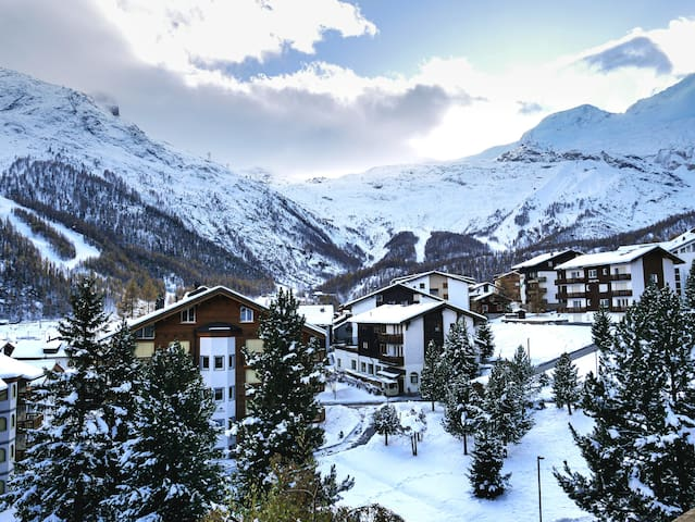 Large Apartment, Glacier View, Minutes to Slopes