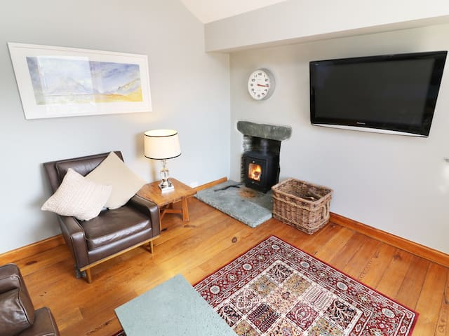 LANTY SCAR, character holiday cottage in Ambleside, Ref 927610