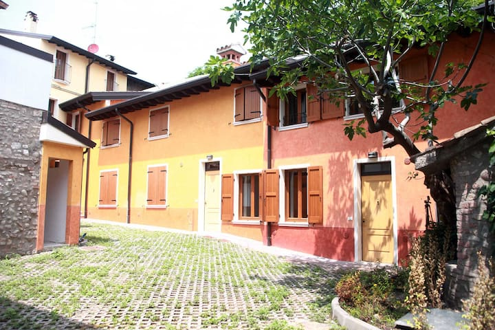 Solferino Apartment #1 Corte Rosa: for four people - Cavriana - Byt