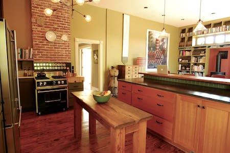 Spacious & light-filled artist home - Portland - Talo