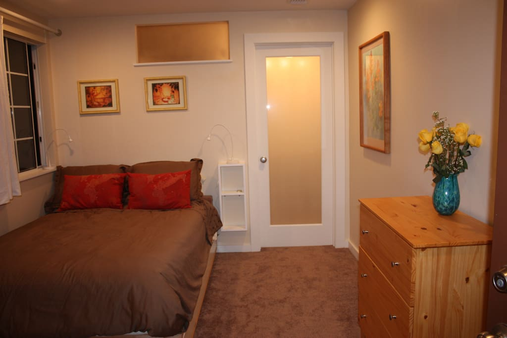 santa monica chat rooms Rooms and rates room rate includes transportation to and from your doctor's office (local area only), nursing care, basic medical and treatment supplies, and meals.