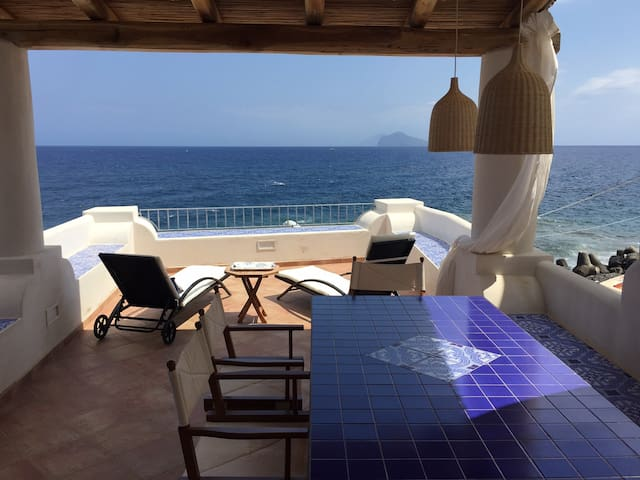 Didyme - Direct on beach with panoramic terrace