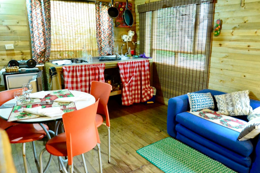 Kitchen dining and living room // Cocina sala y comedor