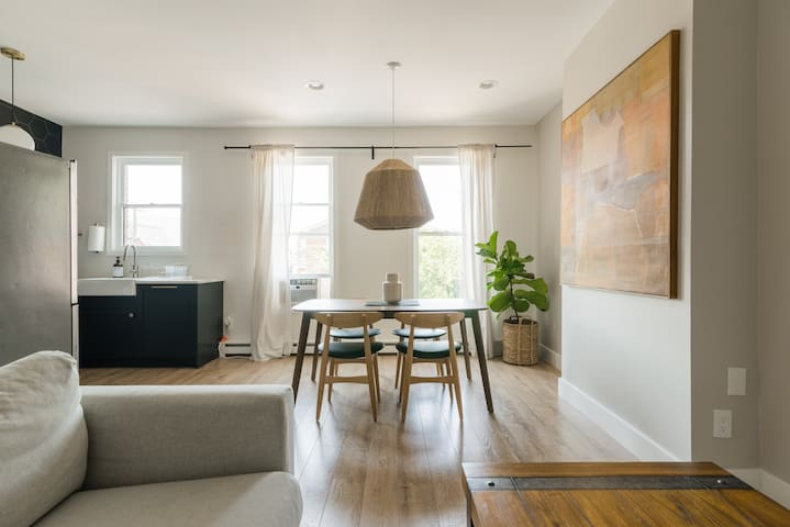 The Alana - A Chic Duplex 40 Minutes from NYC