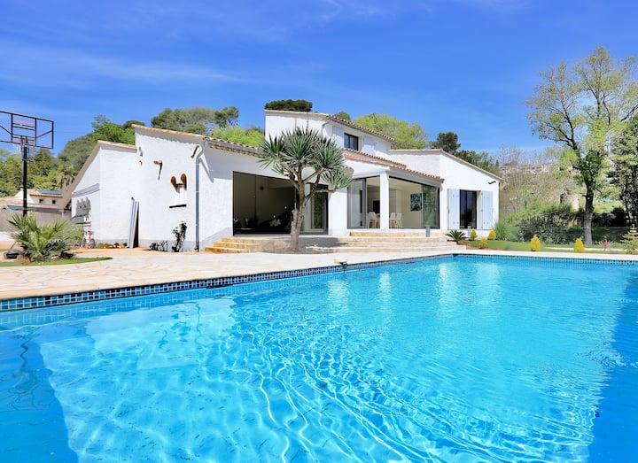 Stunning Contemporary Villa in Biot