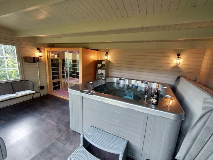 South View House with sauna & hot tub room 1