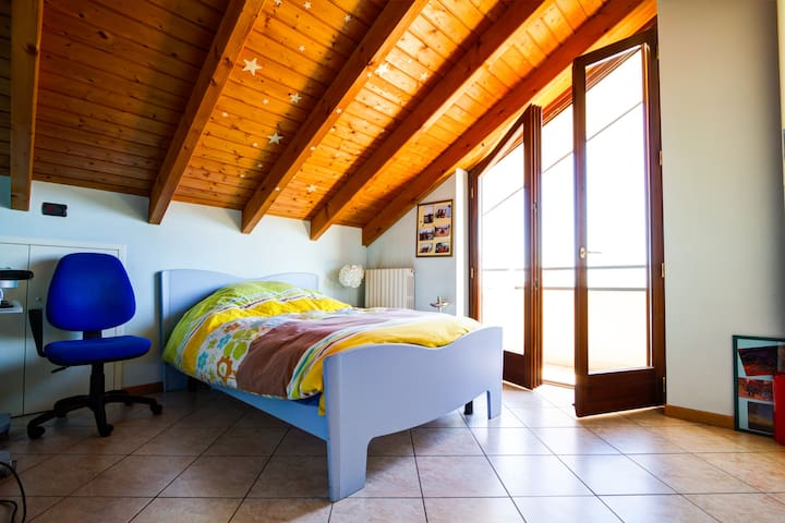 Quiet Attic in Turistic Area - Borgomanero - Apartemen