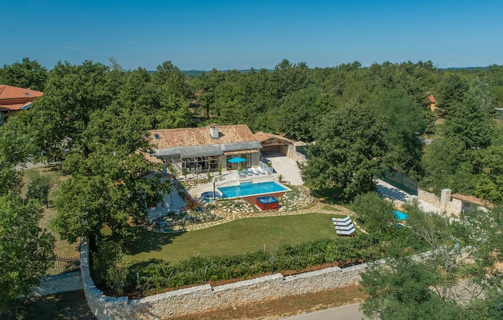 New villa with private pool in central Istria