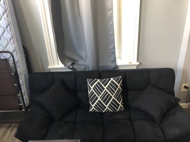 Shared Front Room Near UC and Downtown