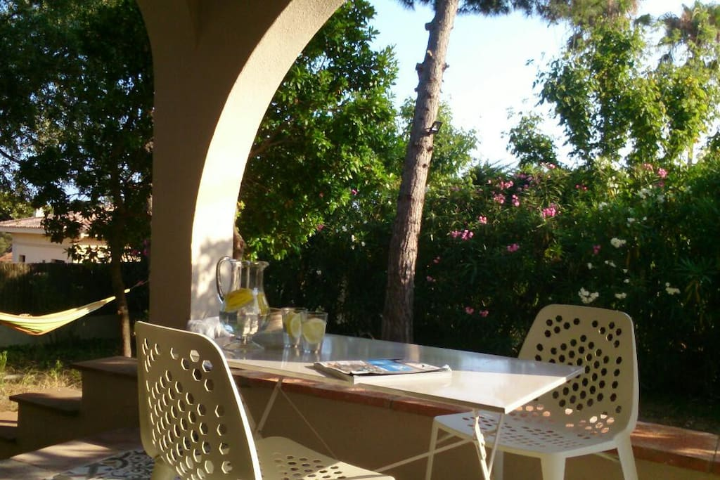 Casa jardin playa piscina 20 39 barcelona casas en for Alquiler casa jardin barcelona