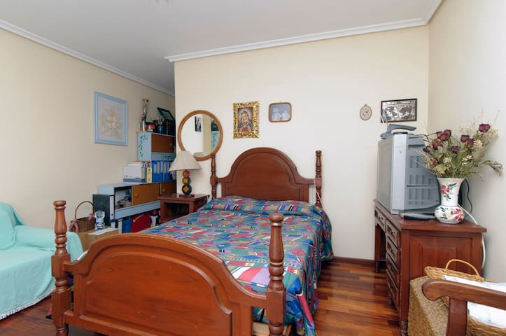 Big room with balcony and bathroom - Camargo - Xalet