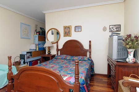 Big room with balcony and bathroom - Camargo