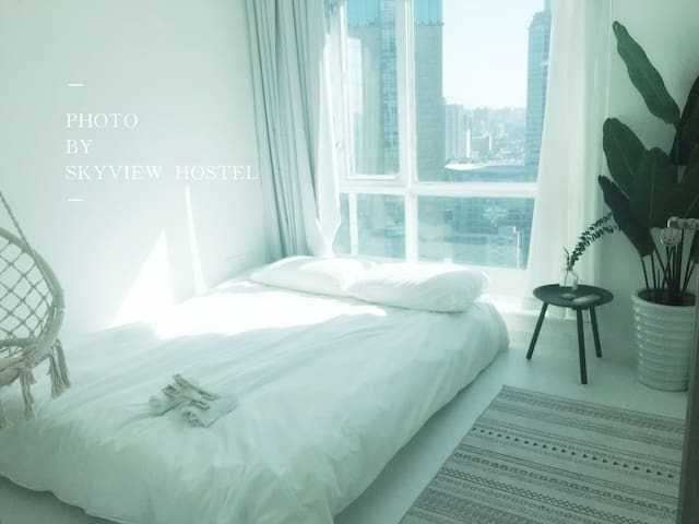 The White Room,Modern Central, 2 mins walk to Sta.