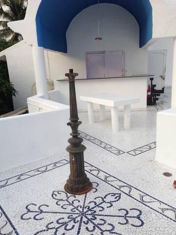 Tranquille; Big White Goa House! - Bogmalo - Willa
