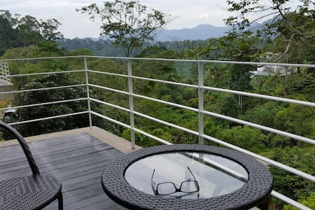 Charming highland glass house - Janda Baik  - 一軒家