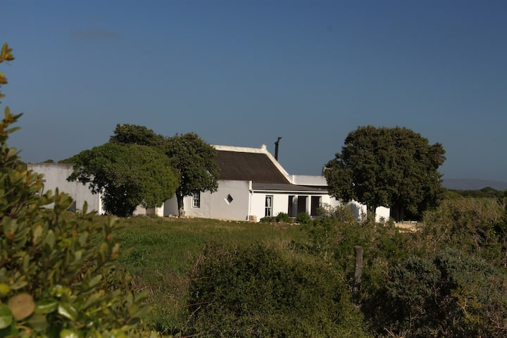 Vogelgezang Farm Cottage (btw Agulhas & Arniston)