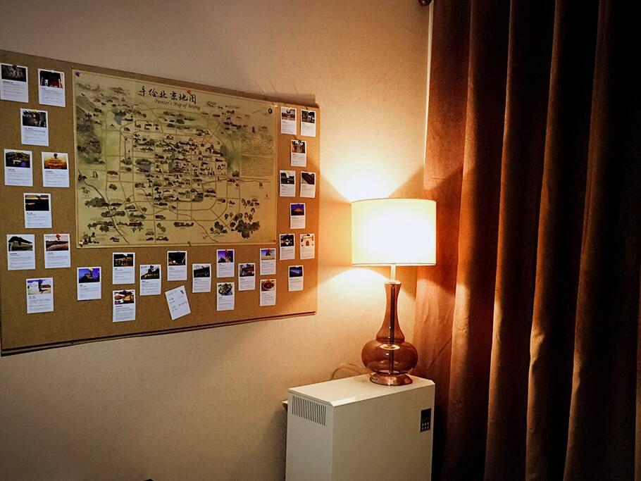 提供免费wifi,有北京著名景点和小吃的地图和路线 Offer free wifi, maps and routes with famous Beijing attractions and snacks