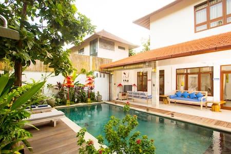 Villa Cosmopolitan Bali Seminyak C - Seminyak, Kuta - Villa