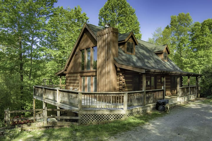 Sweet and Secluded Log Home with Outdoor Hot Tub for Your Spring Getaway!