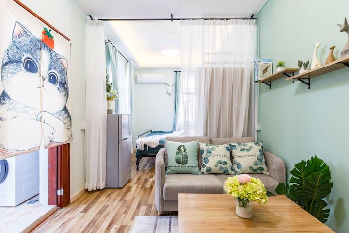 深圳北站 素雅温馨投影大床房1.8*2米床,可以做饭+暖气