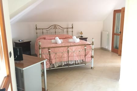 A King Bed Villa near Mosaici ! - Piazza Armerina