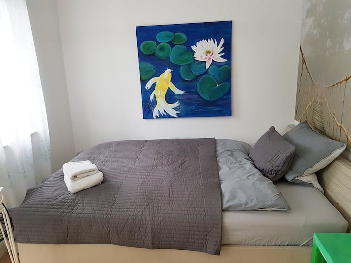 Cosy room 7 to S-Bahn, 20 min. from airport