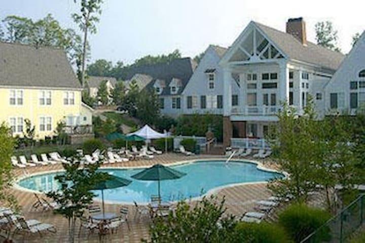 Accessible Fun-Filled Estate- Williamsburg, VA