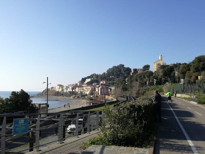 Monolocale 3 minuti a piedi dal mare, con terrazzo