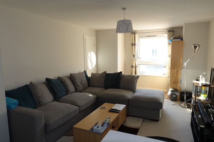 Single Room in Nice, Clean, Modern Apartment. - Huntingdon