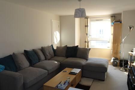 Single Room in Clean, Modern Apartment. - Huntingdon - Apartament